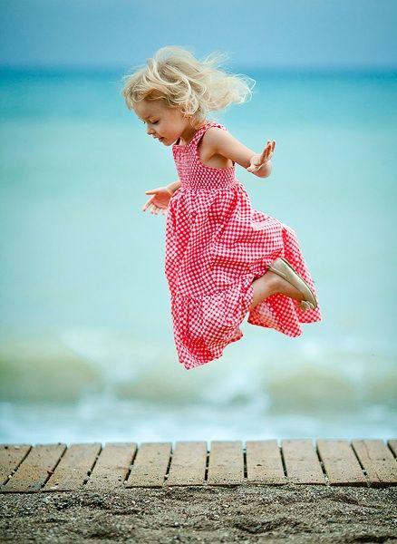 صورة [نصيحة] الدرس رقم ٢٧٦ – ١٠ نصائح لإلتقاط صور مليئة بالمرح والسعادة (القفز)